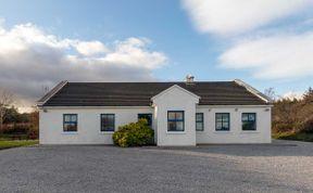 Photo of Inchaloughra Lodge - A spacious and sociable