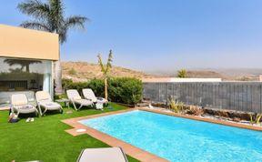 Photo of Par 4 Villa 9 with Pool Salobre