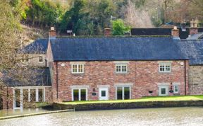 Photo of Weir Cottage on the Mill Pond