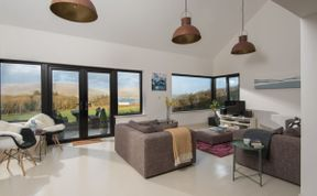 Photo of Tigh Thor - Contemporary home with hot tub!