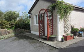 Photo of BARNA GALWAY HOT-TUB STUDIO FOR TWO